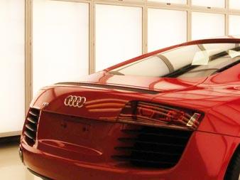 Qualitätskontrolle des Lacks bei Audi